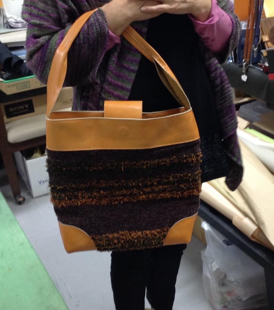 Hさん作 モール糸で織った布と牛革
